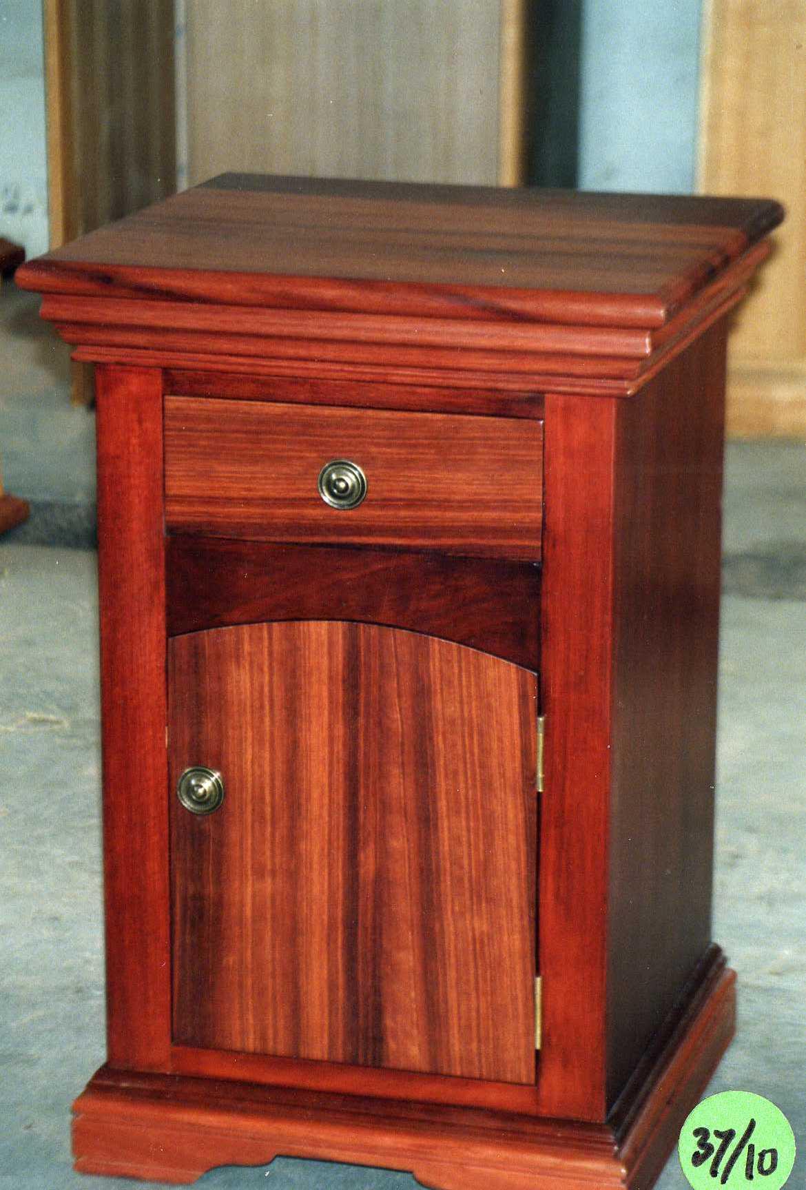 Cambridge bedside cabinet diy furniture plans technical for Bedside cabinet plans