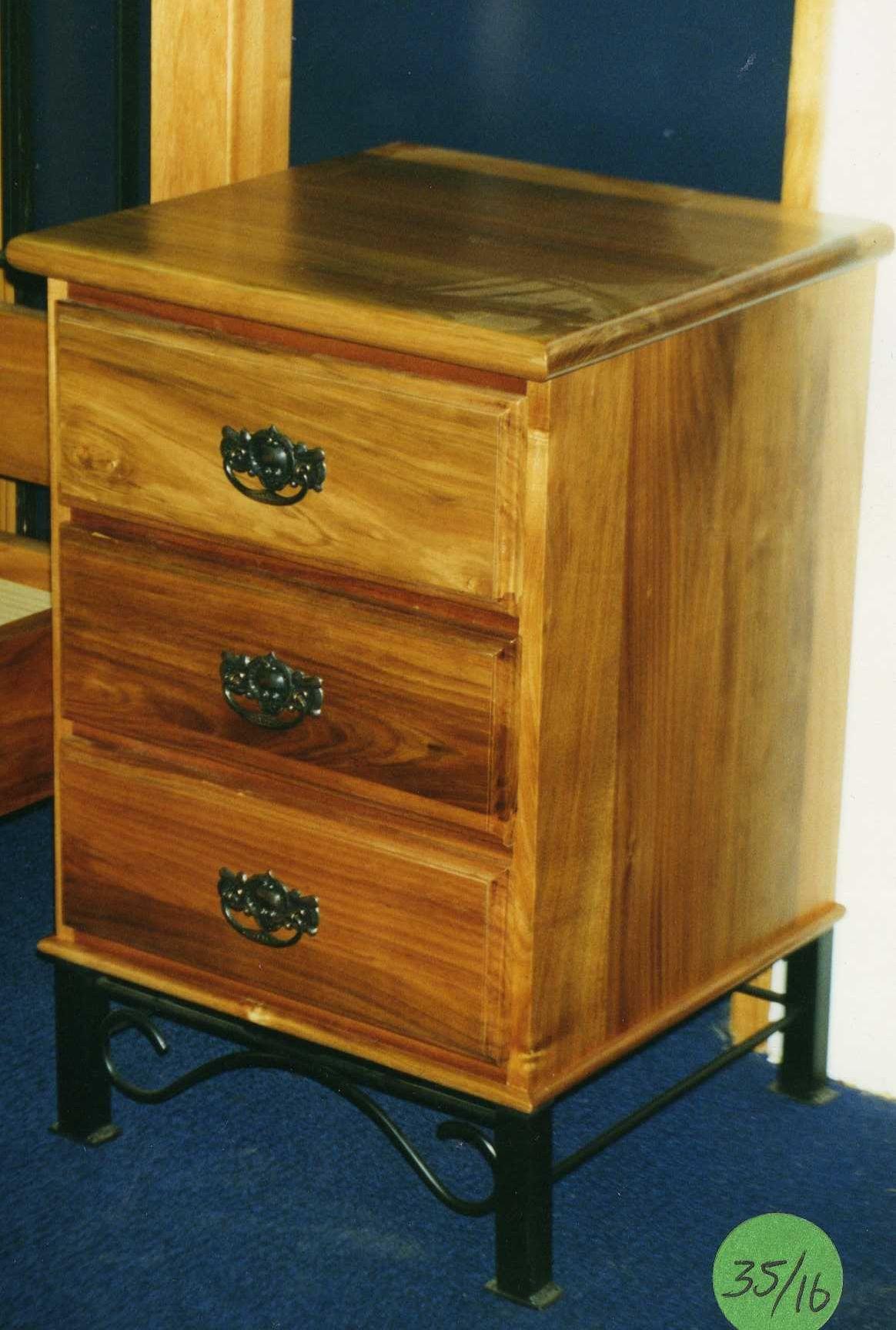Wi ped 3drawer bedside cabinet diy furniture plans for Bedside cabinet plans